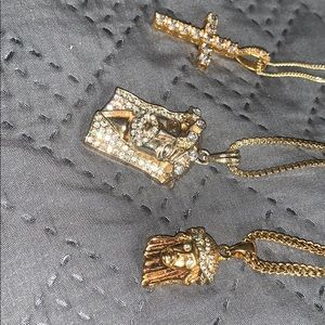 Accessories - 3 gold pendants included with chains